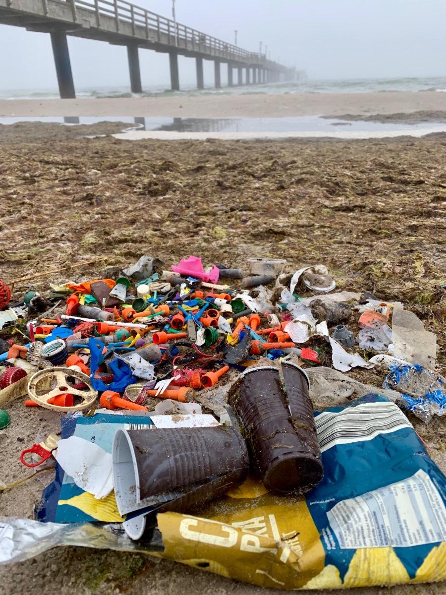 Plastik ist der neue Bernstein! Was du als Urlauber konkret gegen Plastikmüll tun kannst!